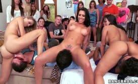 Festa porno com universitárias loucas pra foder